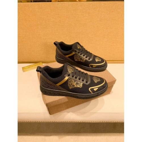 Versace Casual Shoes For Men #895436