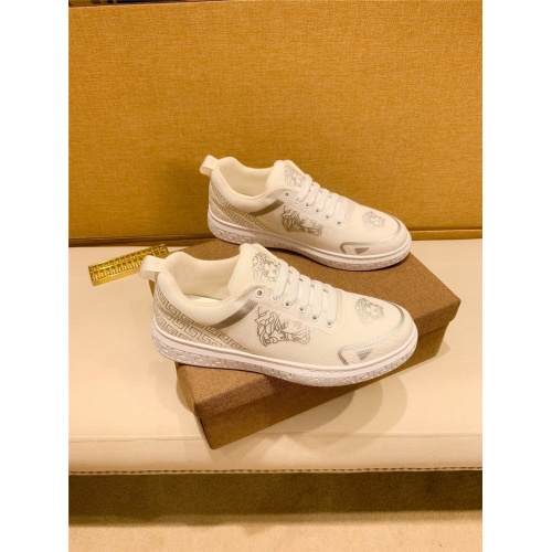 Versace Casual Shoes For Men #895437