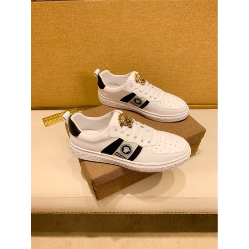 Versace Casual Shoes For Men #895438