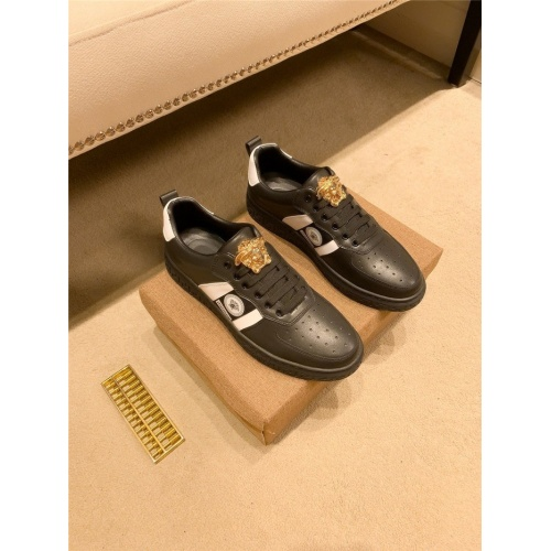 Versace Casual Shoes For Men #895440