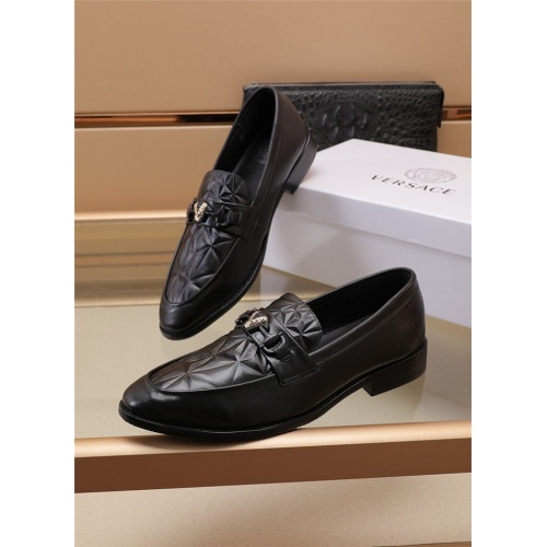 Versace Leather Shoes For Men #895825