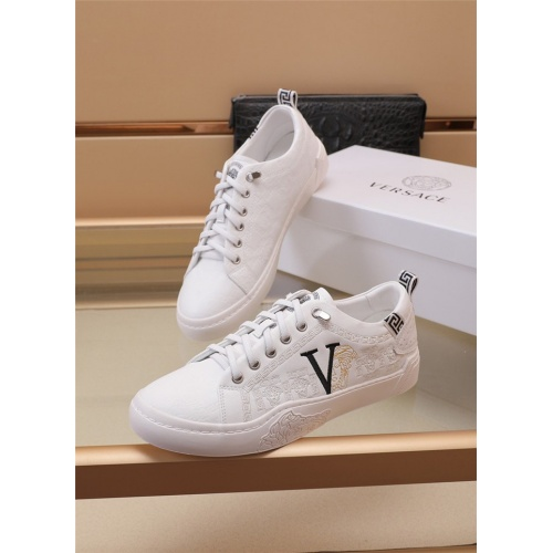 Versace Casual Shoes For Men #898256