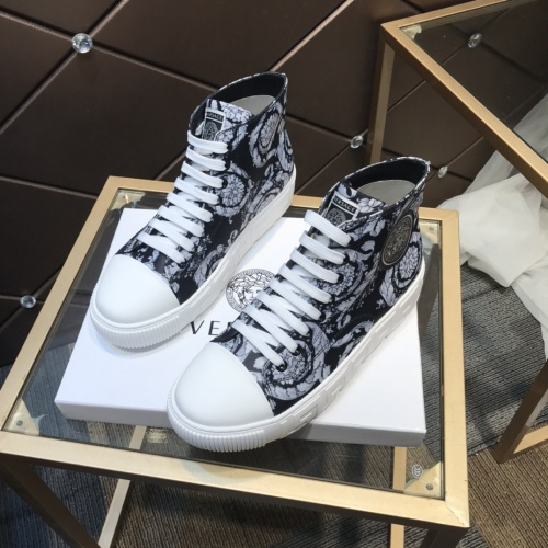 Versace High Tops Shoes For Men #899141