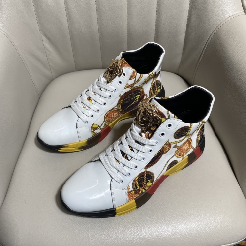 Versace High Tops Shoes For Men #902105