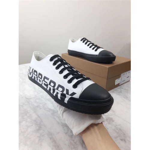 Burberry Casual Shoes For Men #903984