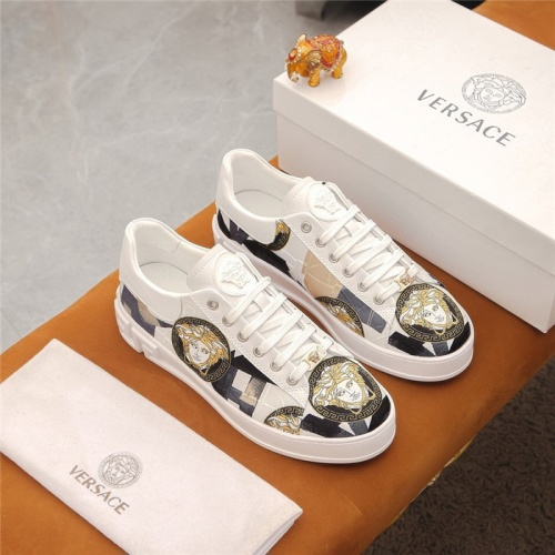 Versace Casual Shoes For Men #905257