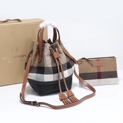 Burberry AAA Messenger Bags For Women #905547