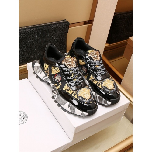 Versace Casual Shoes For Men #906829