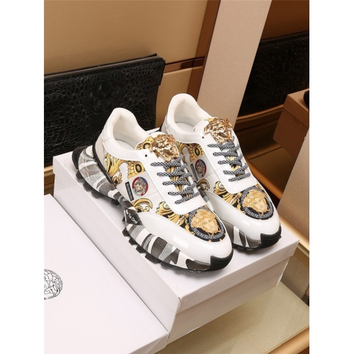Versace Casual Shoes For Men #906830