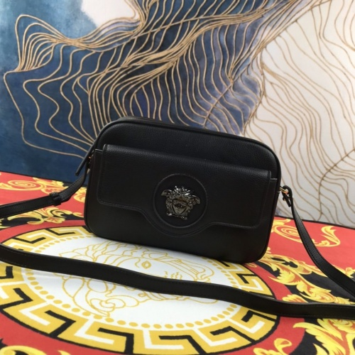 Versace AAA Quality Messenger Bags For Women #907320