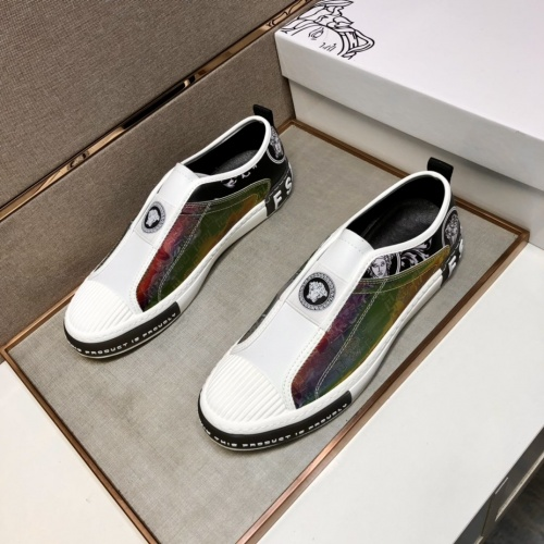 Versace Casual Shoes For Men #908175