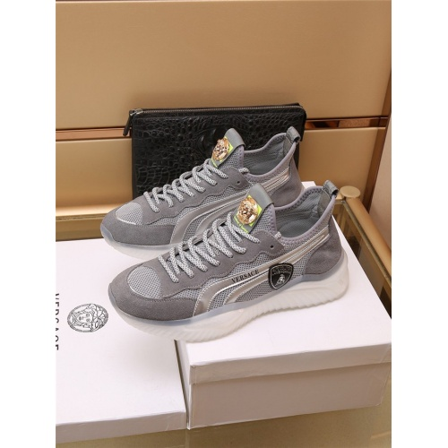 Versace Casual Shoes For Men #909109