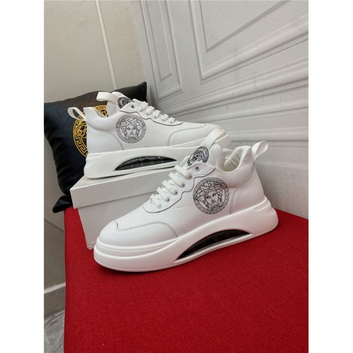 Versace Casual Shoes For Men #910133