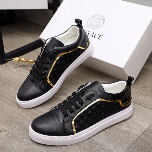 Versace Casual Shoes For Men #910176