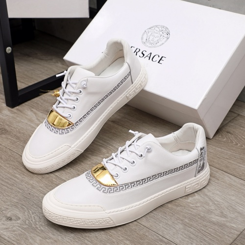 Versace Casual Shoes For Men #910178