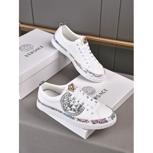 Versace Casual Shoes For Men #911271
