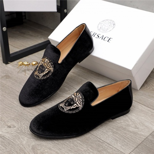 Versace Leather Shoes For Men #912156