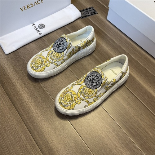 Versace Casual Shoes For Men #913790