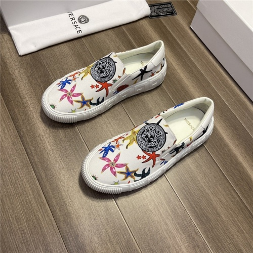 Versace Casual Shoes For Men #913793