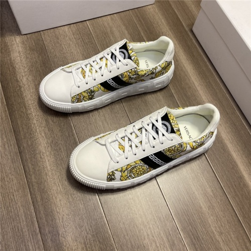 Versace Casual Shoes For Men #913794