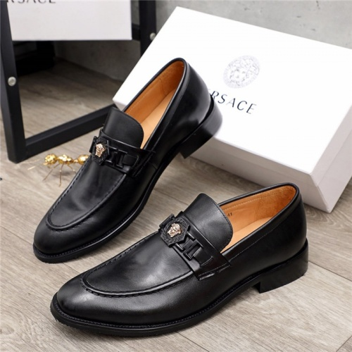 Versace Leather Shoes For Men #913802