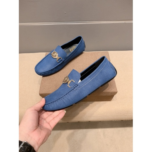 Versace Leather Shoes For Men #914234