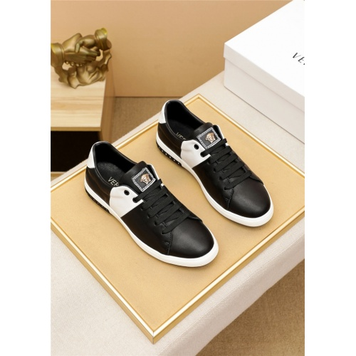 Versace Casual Shoes For Men #914971 $72.00 USD, Wholesale Replica Versace Casual Shoes