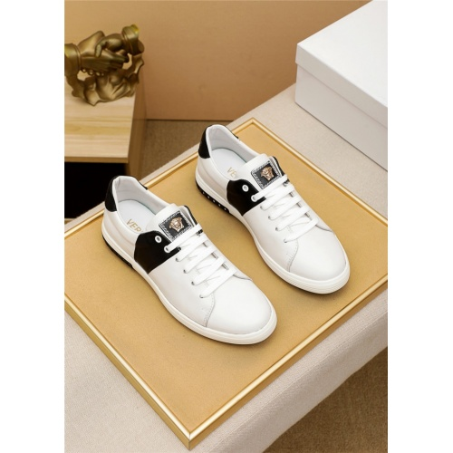 Versace Casual Shoes For Men #914972