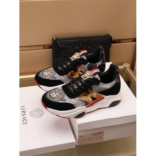 Versace Casual Shoes For Men #915051