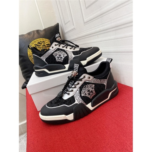 Versace Casual Shoes For Men #915245