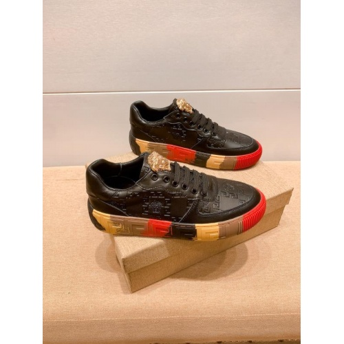 Versace Casual Shoes For Men #915684