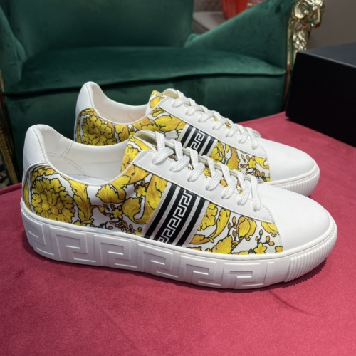 Versace Casual Shoes For Men #916298
