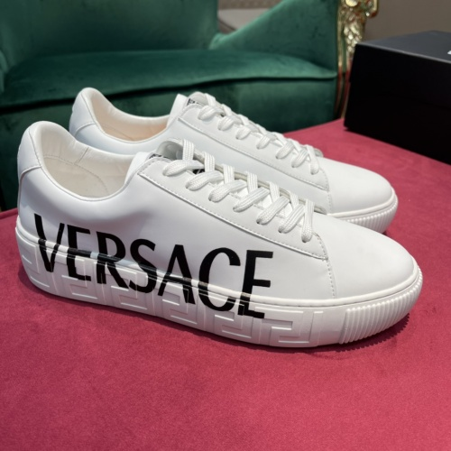 Versace Casual Shoes For Men #916302