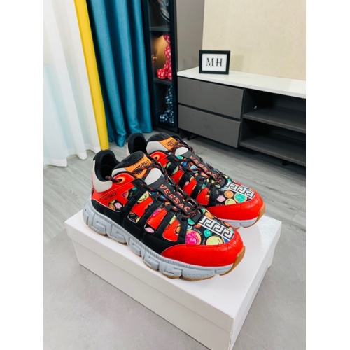 Versace Casual Shoes For Men #916310