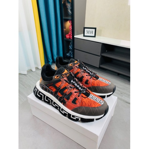 Versace Casual Shoes For Men #916312