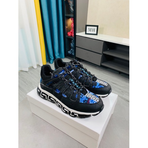 Versace Casual Shoes For Men #916313
