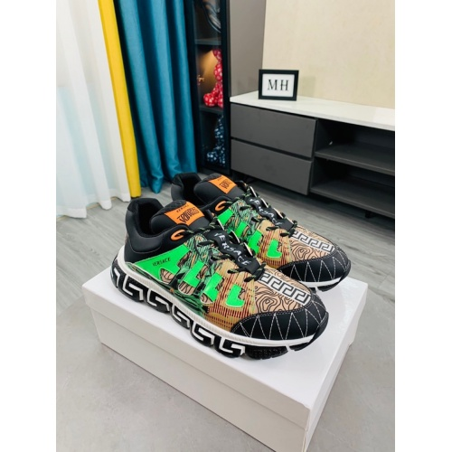 Versace Casual Shoes For Men #916315