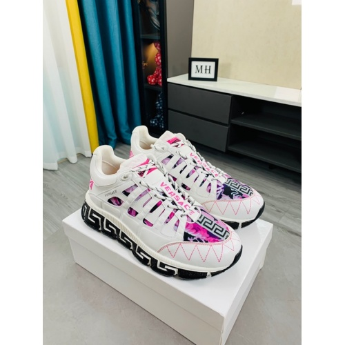 Versace Casual Shoes For Women #916338