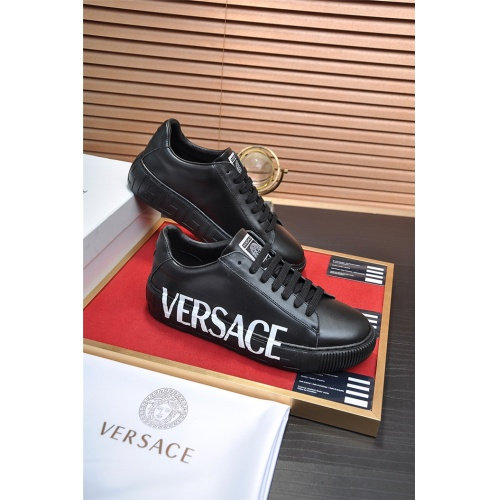 Versace Casual Shoes For Men #917996