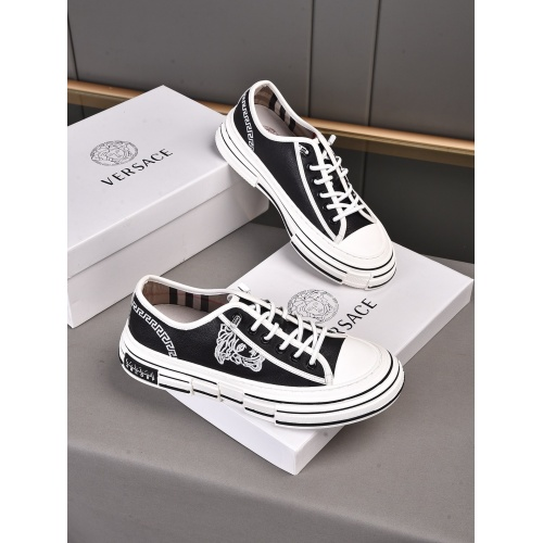 Versace Casual Shoes For Men #918317