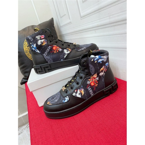 Versace High Tops Shoes For Men #919713