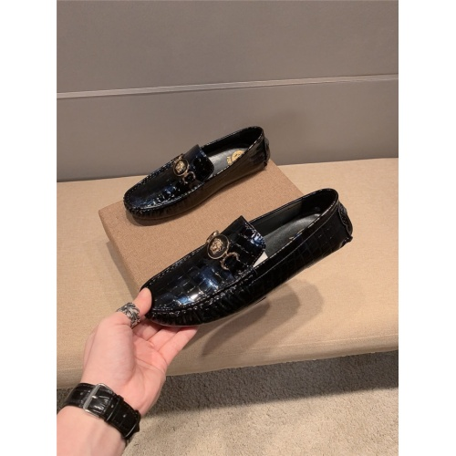 Versace Leather Shoes For Men #920571