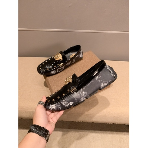 Versace Leather Shoes For Men #920581