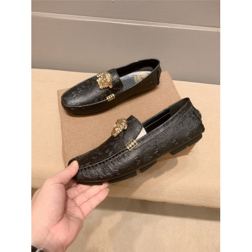 Versace Leather Shoes For Men #920583