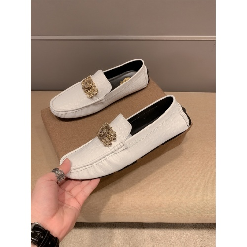 Versace Leather Shoes For Men #920600