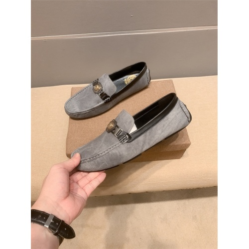Versace Leather Shoes For Men #920630