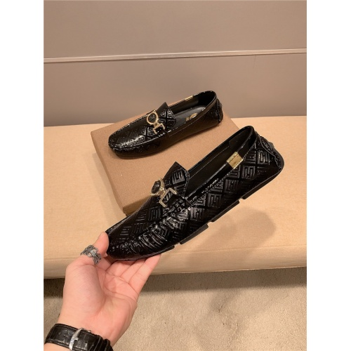 Versace Leather Shoes For Men #920634