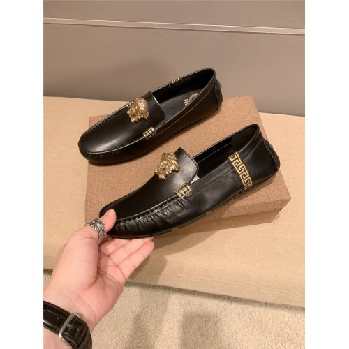 Versace Leather Shoes For Men #920635