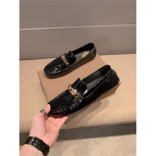 Versace Leather Shoes For Men #920658