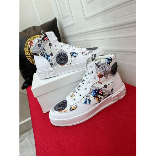 Versace High Tops Shoes For Men #921407